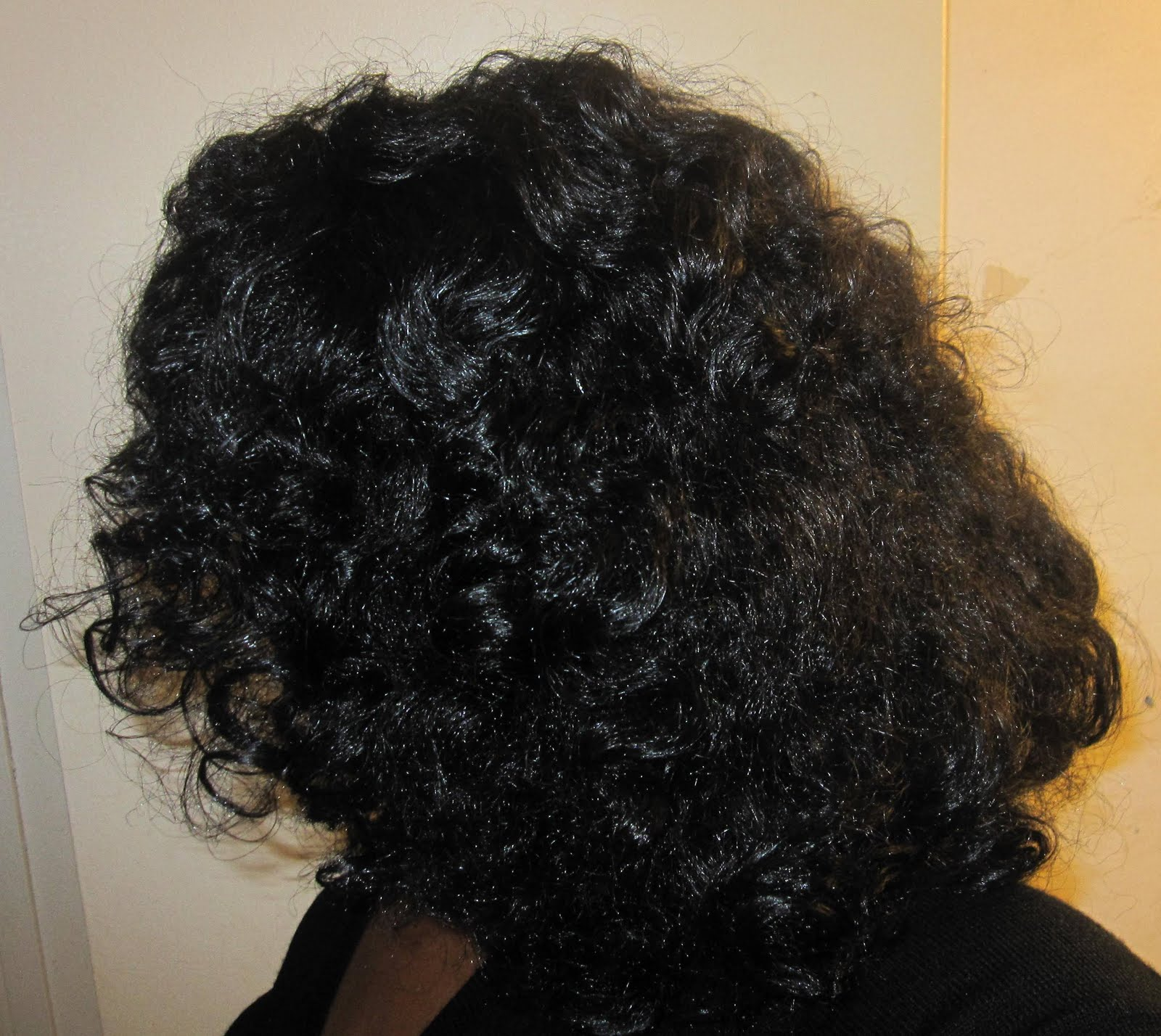 Stretched Bantu Knot-Out on Natural Hair