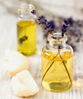 A Simple Lavender Spritz for Soft, Moisturized Natural Hair