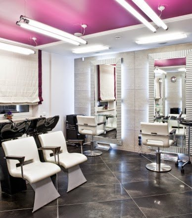 Are We Guilty of Undervaluing Natural Hairstylists?