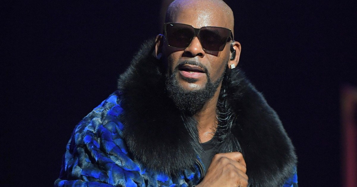 R. Kelly Is Reportedly Running An Abusive Cult For Teens According To Their Parents