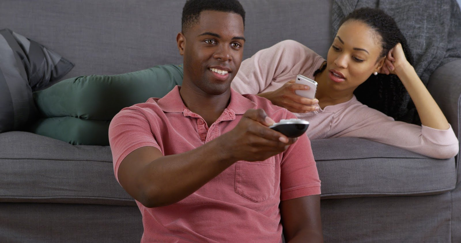 Men & Women Weigh In On The Influence Of Social Media On Their Relationships